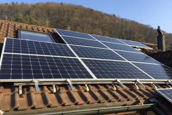 Photovoltaik Aufdachanlage Mit Speichersystem